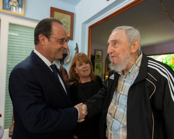 Hollande-Fidel Castro-1